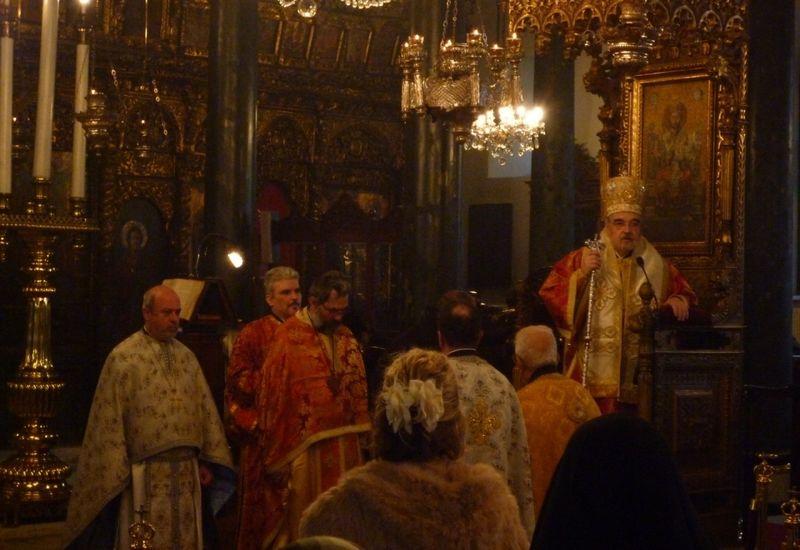 Célébration de la Divine Liturgie présidée par Mgr Gennadios en l'Église Saint Dimitrios, 2010 (5)